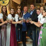 Peter Wolff und Wiens LK-Präsident im Kreise der charmanten Hoheiten